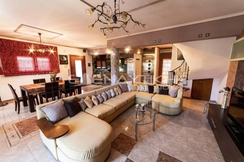 Μονοκατοικία 270τ.μ. πρoς αγορά-Πεύκα » Κέντρο