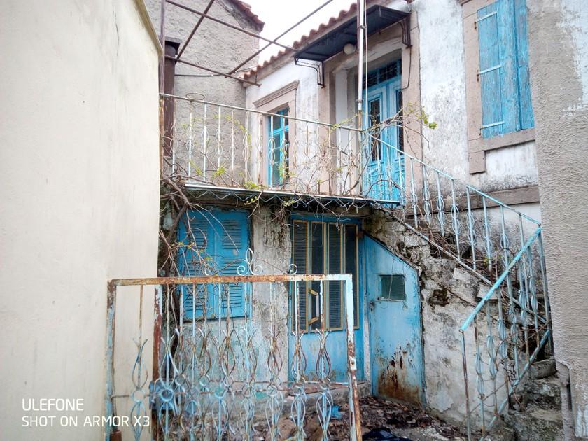 Μονοκατοικία 207τ.μ. για αγορά-Λέσβος - πολιχνίτος